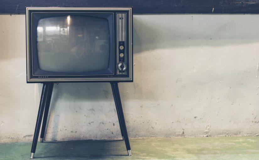 Rodzinny relaks przed tv, lub niedzielne filmowe popołudnie, umila nam czas wolny oraz pozwala się zrelaksować.